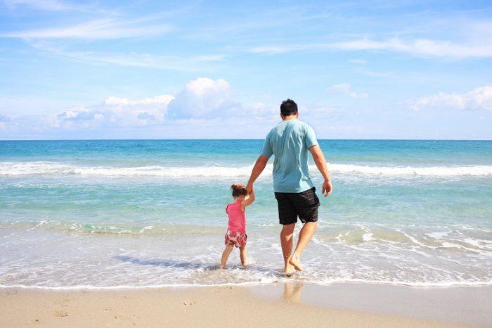 Nuovi trend turistici. Le vacanze in coppia? Nel 10% dei casi sono genitore-single e figlio