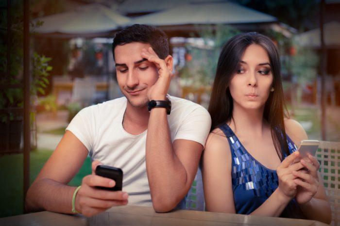 """Studio su coppie e social: """"Includere il partner nei post salva la relazione"""""""